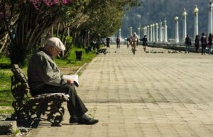 Natálie Vachatová - svoboda slova a politické neziskovky - starý muž
